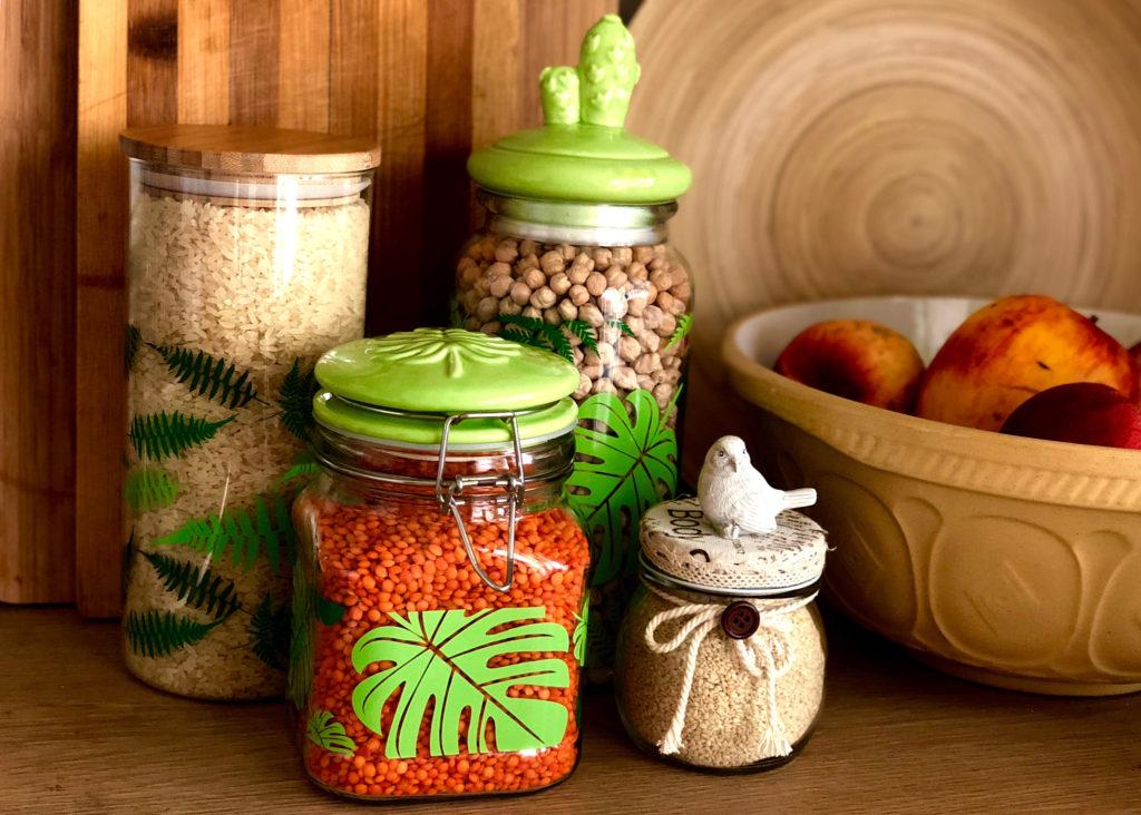 cereales y legumbres en la alacena