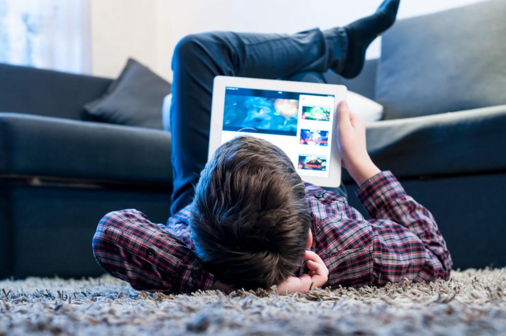 niños distracción con tablet