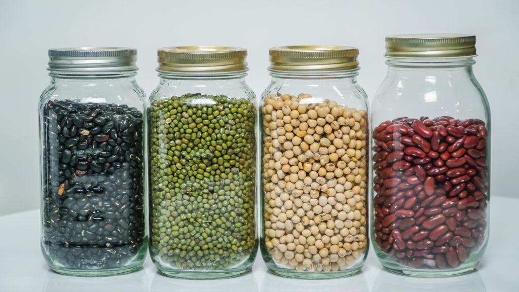frutos secos y semillas en la alacena