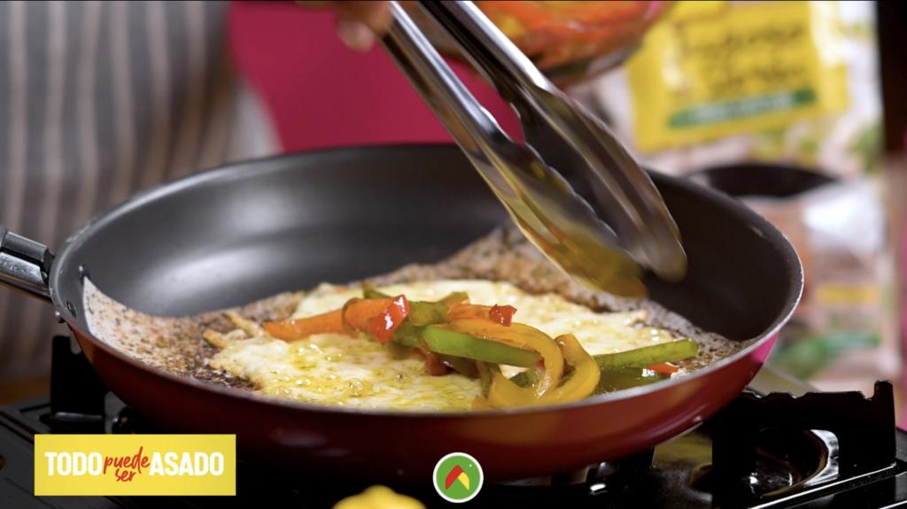 Aprende a hacer un suculento chicharrón de queso a las finas hierbas