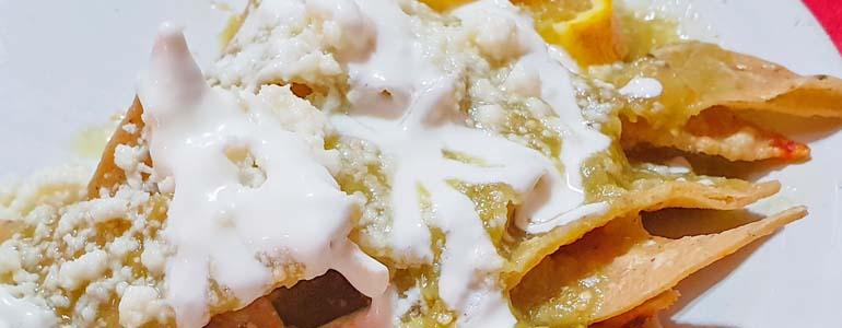 Chilaquiles de avena, un desayuno que puedes hacer con tu morralla