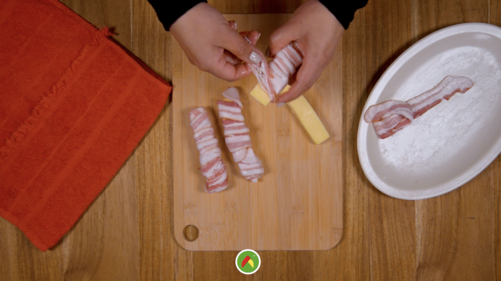Receta de suculentos rollitos de tocino rellenos de queso