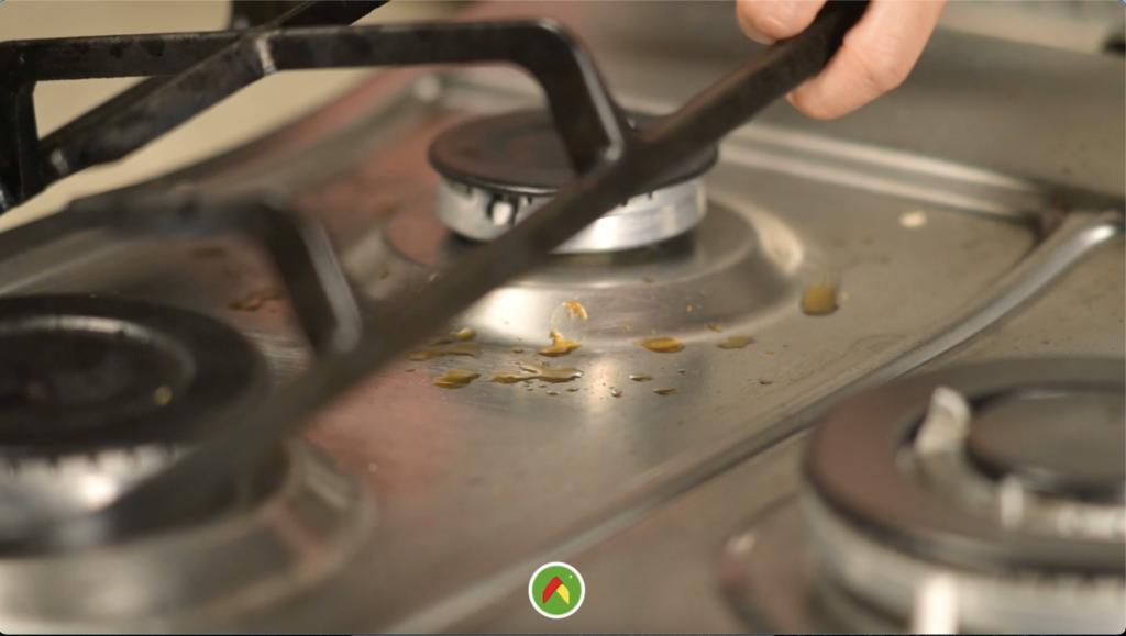 El mejor tip para limpiar tu estufa como campeona